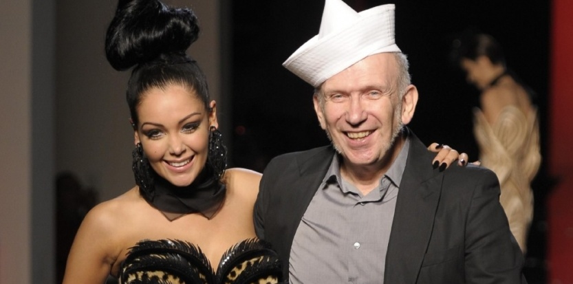 6039269-video-le-show-nabilla-chez-jean-paul-gaultier